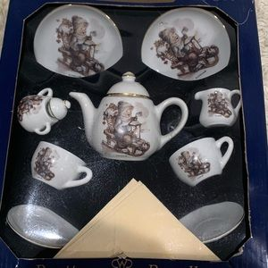 NIB Hummel Child Tea Set